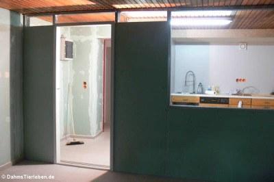 Die Wand zwischen Futterküche und Terrarium
