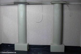 aus Hartschaum modellierte Säulen