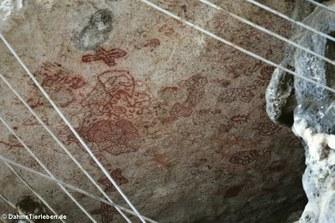 Petroglyphen in den Felsen nahe Boka Onimá