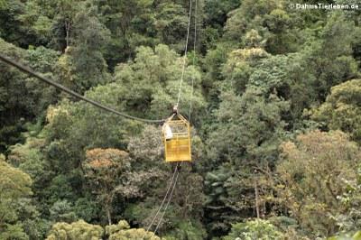 Die Überquerung eines 100 Meter tiefen Tals erfolgt mittels einer Gondel
