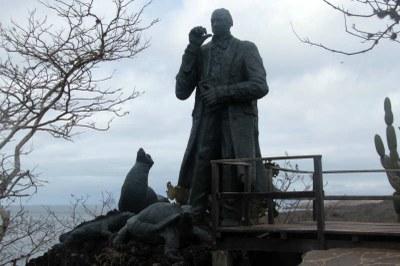 Statue unterhalb des Fregattvogelfelsens
