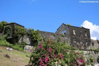 ... mit dem früheren Fort George Hospital