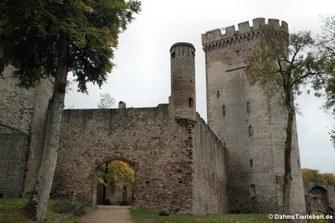 Zugang zur Kernburg und zum Doppelturm